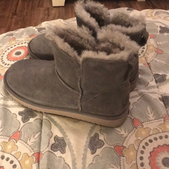51a23503456 Kookaburra by UGG gray short boots size 8